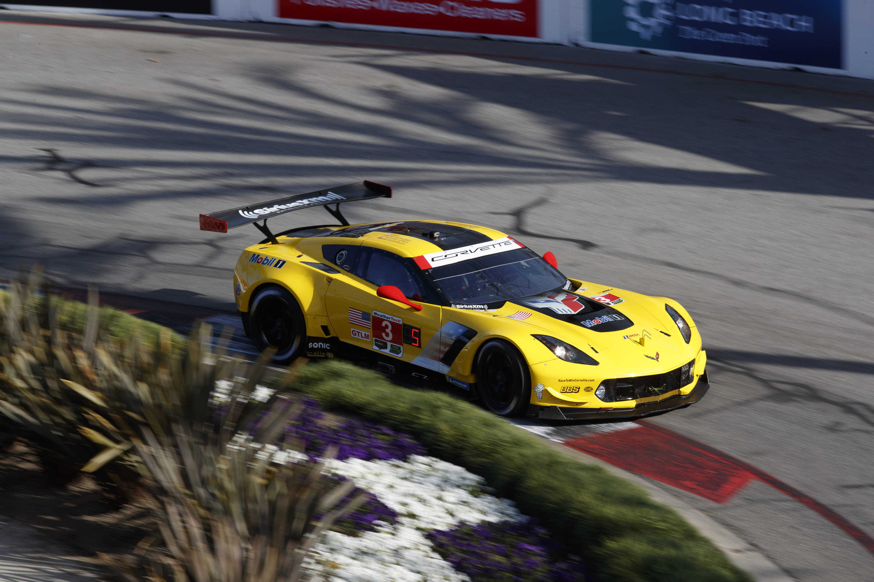 corvette racing corvette racing at long beach gavin milner go back to back. Black Bedroom Furniture Sets. Home Design Ideas